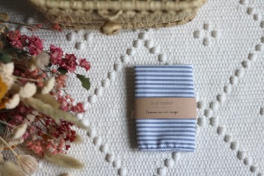 Un joli mouchoir, en imprimé rayure bleu