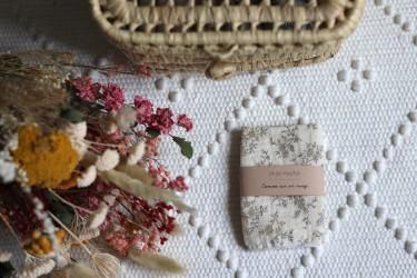 Un joli mouchoir, en imprimé fleurs
