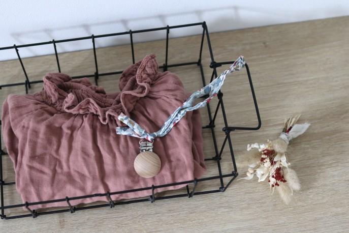 L'attache tétine en betsy porcelaine